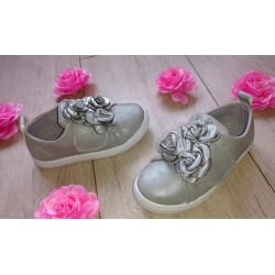 Srebrne buciki dziecięce z kwiatkami r. 25-30