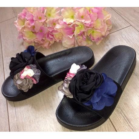 Czarne klapki z kwiatkami