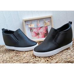 Czarne sneakersy r. 37,39 z ukrytą koturną
