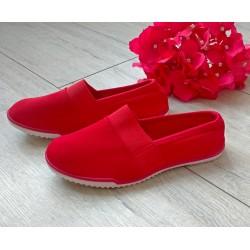 Czerwone leciutkie trampeczki