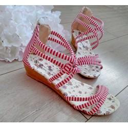 Sandałki w czerwono-białe paseczki